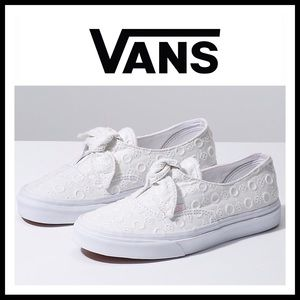 VANS WHITE EYELET LACE LOW OX TOPS SNEAKERS A2C